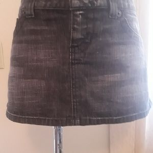 Guess lady's skirt size 29